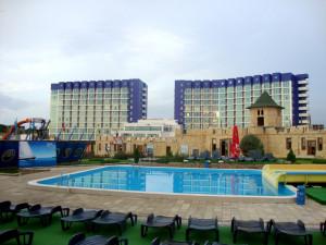 Искусственные пруды и скалы для отеля